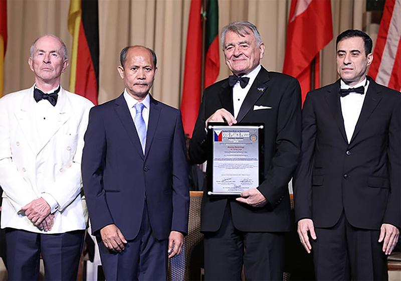 soldan sağa: Micheal Nobel, Barry Gusi , Faruk Cengiç, Hazem Dawud